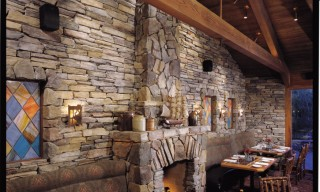 ES_Rustic-Ledge_Sawtooth-with-rubble_int_restaurant_fireplace