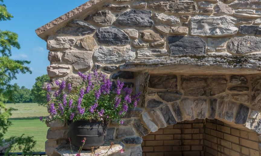 ES_Shadow-Rock_Crescent-Peak_ext_fireplace-detail-2_Joe-Barnes-Residence