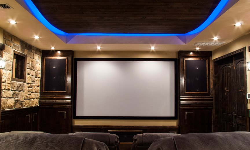 ES_Rough-Cut_Autumn-Leaf_int_DP-Home-Theater_screen