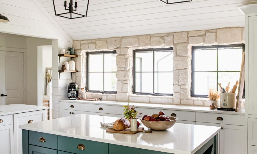 ES_RoughCut_Casa Blanca_Int_Kitchen