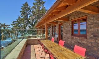 Mayne Island Tuscan Villa-Exterior dining area