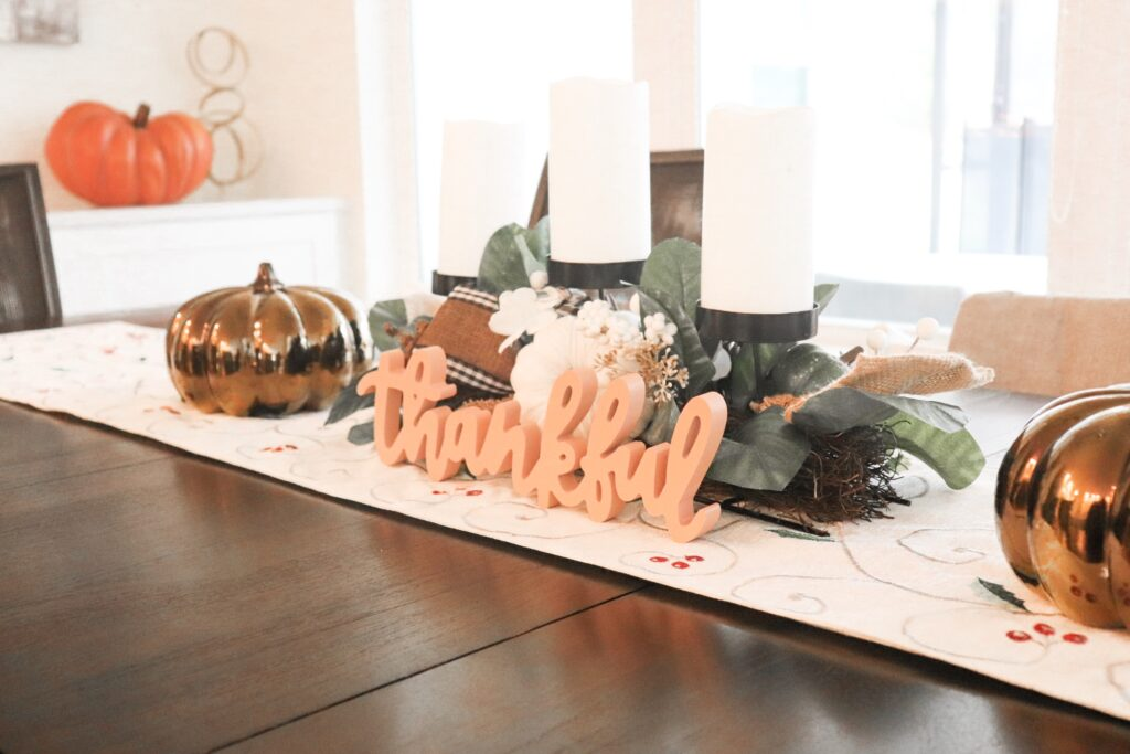 Friendsgiving decor, simple thanksgving decor