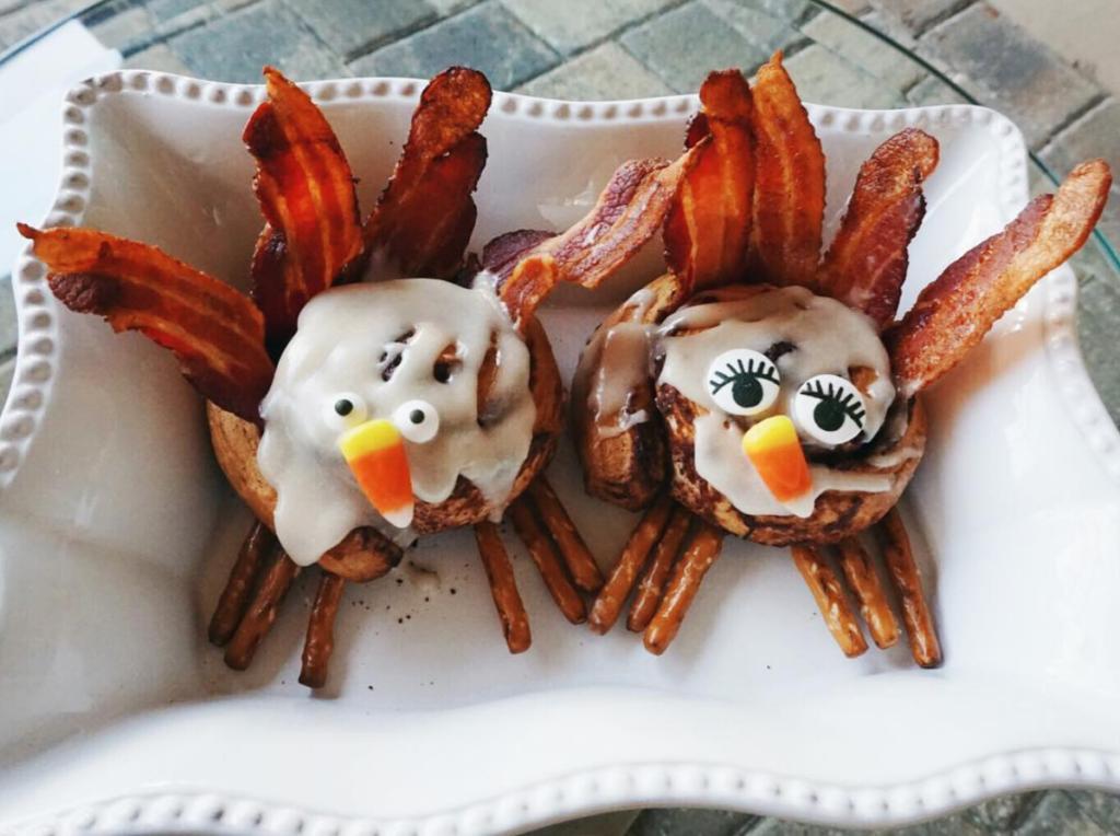 breakfast turkey cinnamon rolls, thanksgiving kids