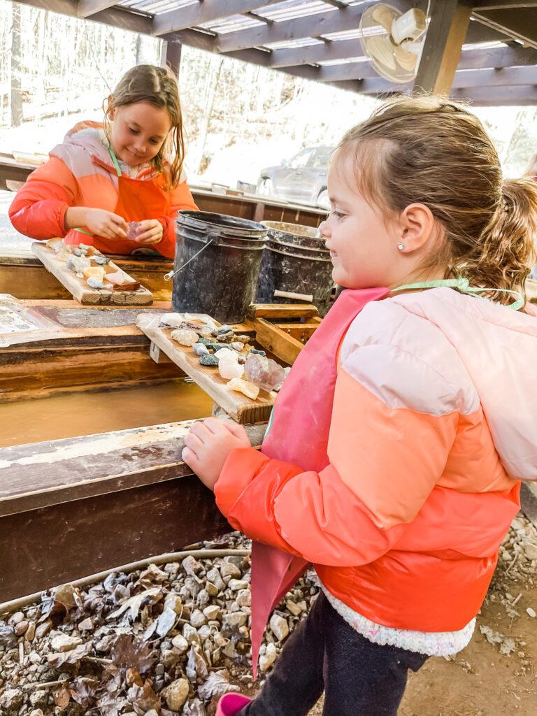 gem mining blue ridge, hikes for kids, kid friendly activities in blue ridge Georgia, things to do with kids in blue ridge Georgia