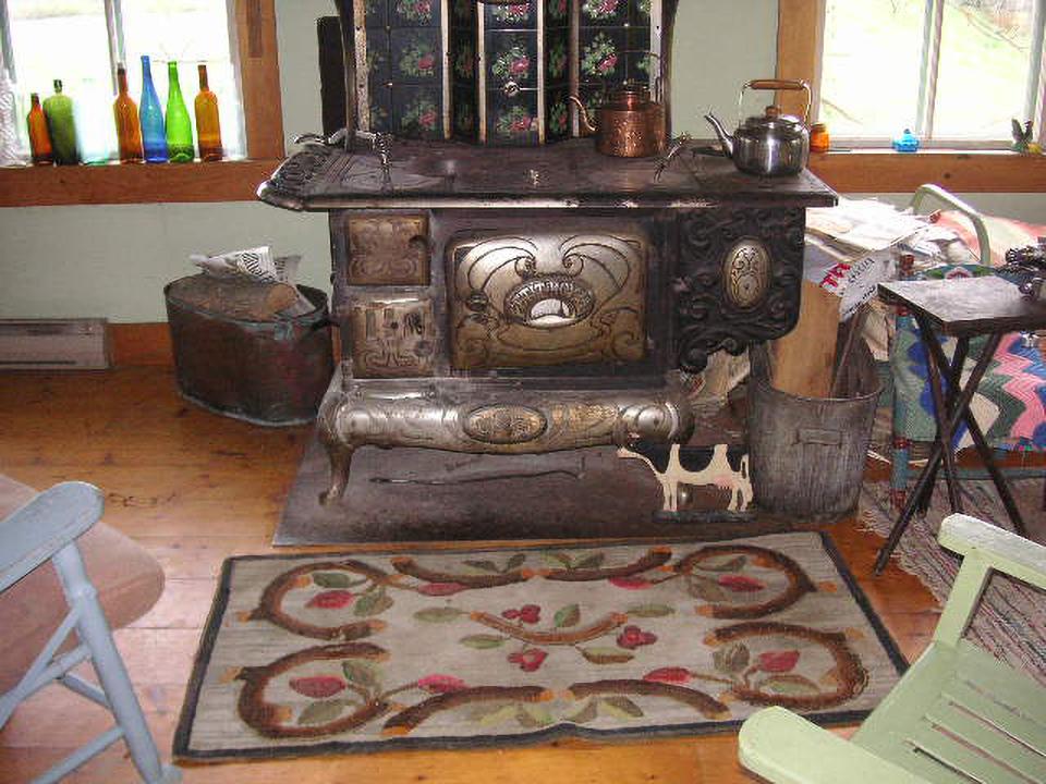 Judith Dallegret conserve le tapis crocheté par son  arrière-grand-mère dans sa maison en  Nouvelle-Écosse.
