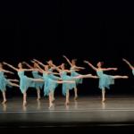 girls_dancing_blue