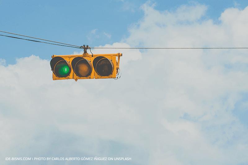 green light by unsplash