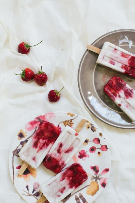 marbled-strawberry-coconut-popsicles-6