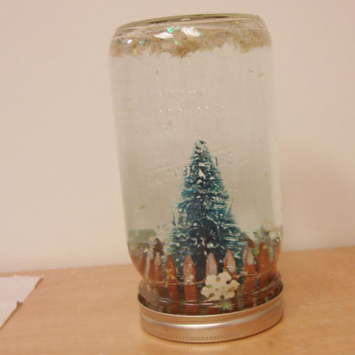 How_To_Make_a_snowglobe_with_a_mason_jar_or_globe_step_5_500_1354580854