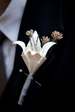 DIY-Vintage-Origami-Lily-Wedding-Corsage-Bouttonierre-6