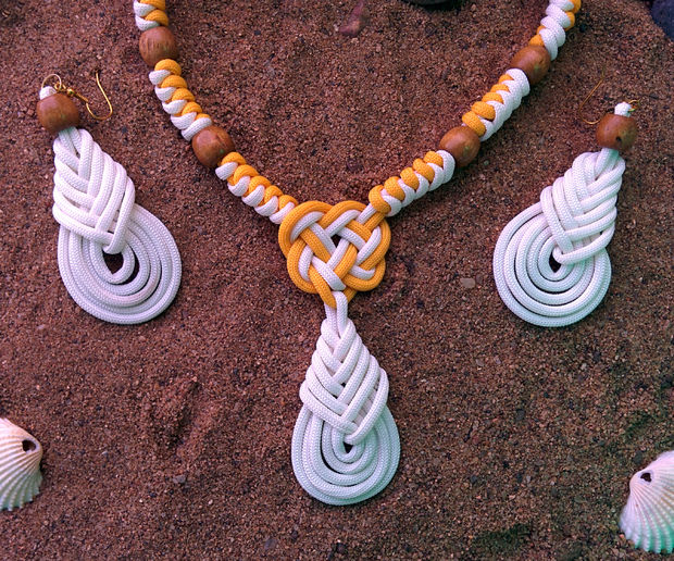 Beachwear Necklace With Earrings Using Paracord at Instructables
