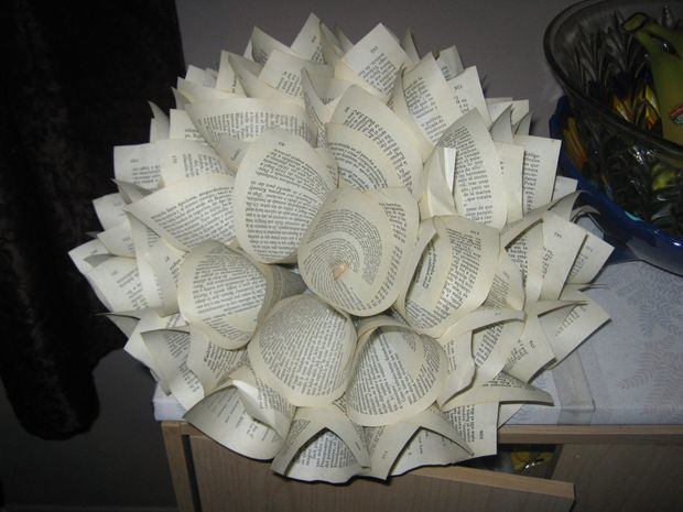 How to create a paper flower centerpiece