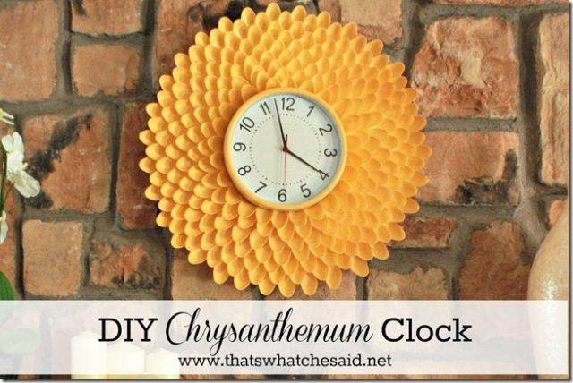 diy-chrysanthemum-clock-from-plastic-spoons