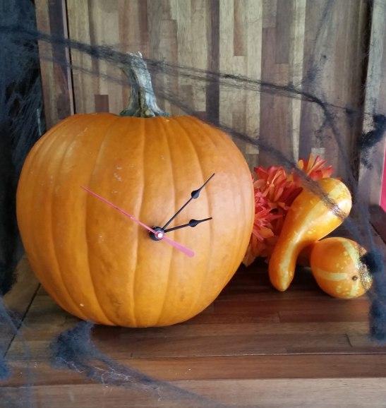 diy-pumpkin-clock