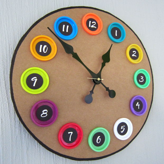 play-doh-lid-clock
