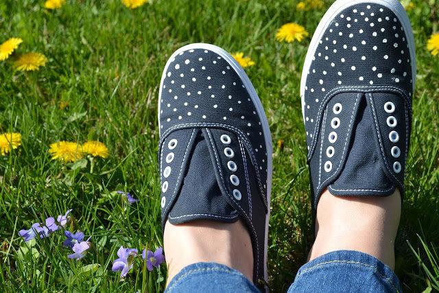 polka-dot-sneakers