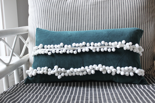 anthropolgie-knock-off-pillow