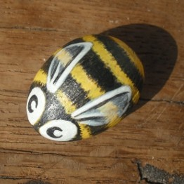bee-cute-handpainted-rock