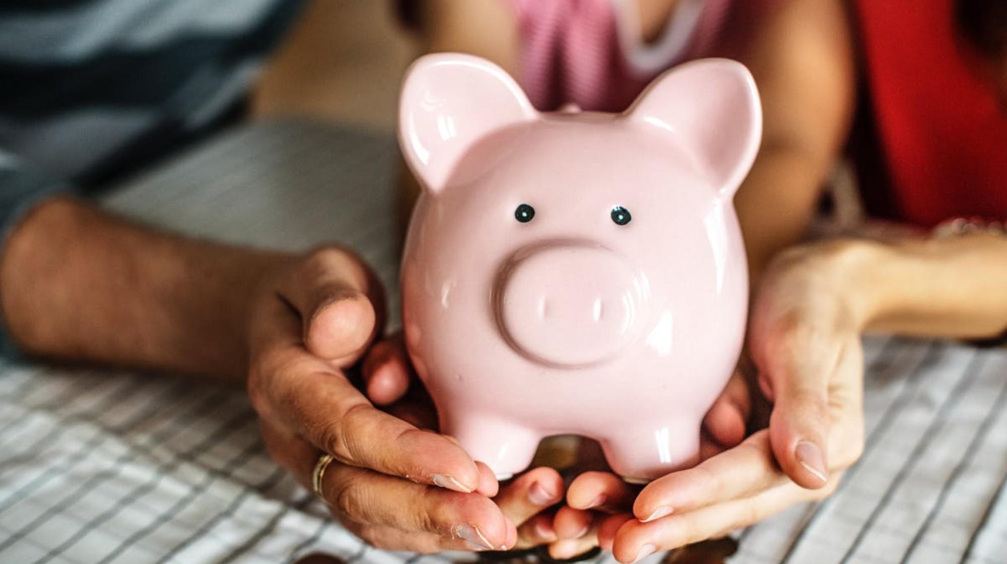 piggy-bank-in-hands
