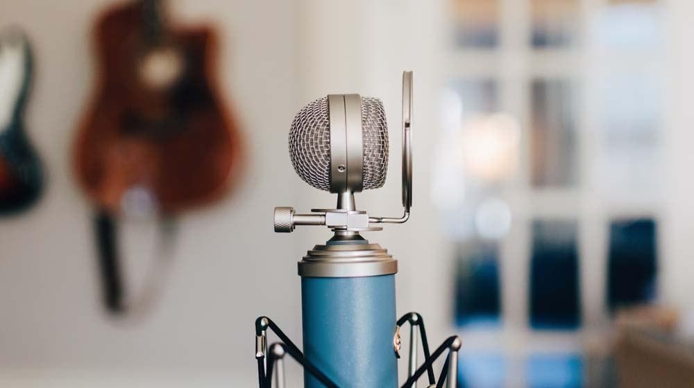 make-money-podcasting-microphone