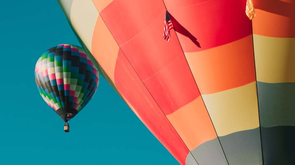 hot-air-balloons-in-sky-illustrate-website-launch