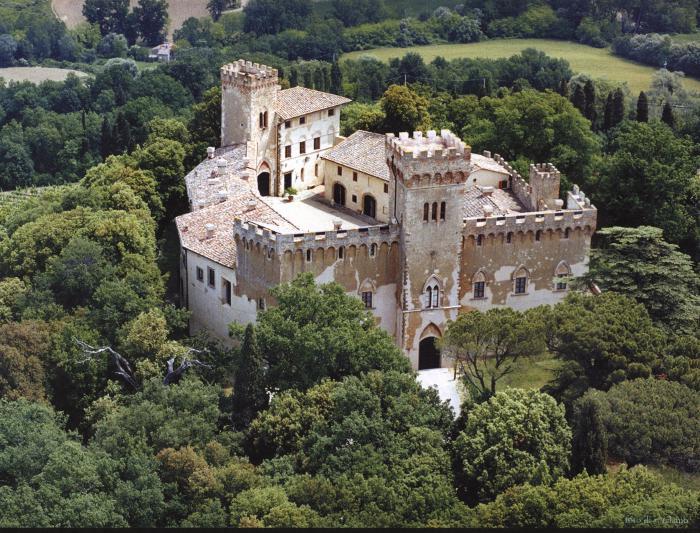 Het kasteel Castello di Guicciardini in Poppiano