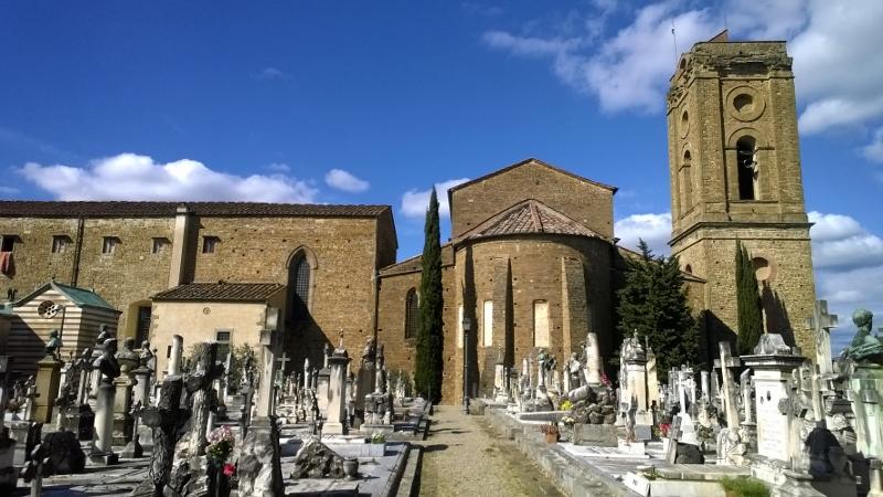 het kerkhof aan de achterkant van de basiliek