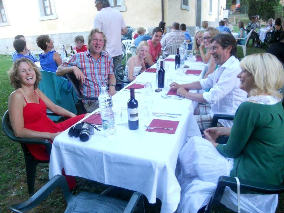 gezellig samen eten in openlucht