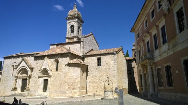 de kerk Collegiata di San Quirico