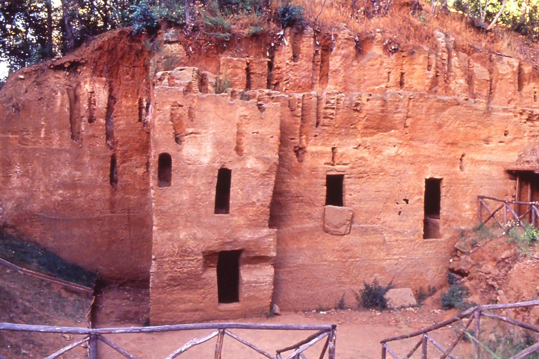 necropoli delle grotte