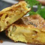 Omelet met aardappel en ui