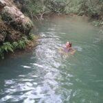 Genieten van het ijskoude water van Pozze di Lecchi in Gaiole in Chianti