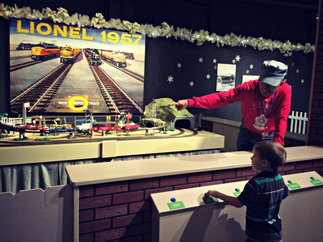 Holiday Junction Lionel Henry
