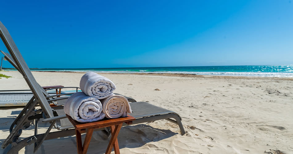 Relax on the beach in front of Hacienda Chekul