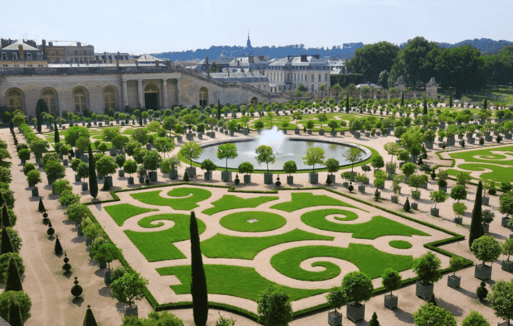 Karen Klopp and Hilary Dick picks the best articles in fashion and lifestyle this week . Town & Country Chateau de versailles opens and hoe to book room.