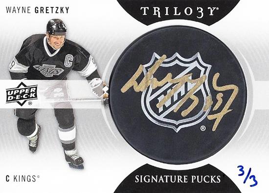 2013-14-NHL-Trilogy-Signature-Pucks-Wayne-Gretzky