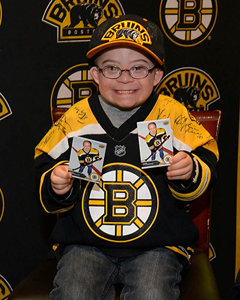 Upper-Deck-Boston-Bruins-Liam-Fitzgerald-Trading-Card-Heroic-Inspirations-Holding-Cards