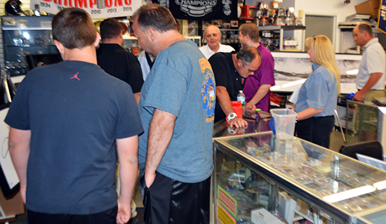 jim-steves-sportscards-waukegan-il-upper-deck-authenticated-memorabilia-busy-shop