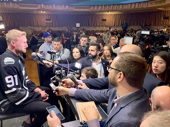 2019-upper-deck-nhl-all-star-media-day-kid-correspondent-6