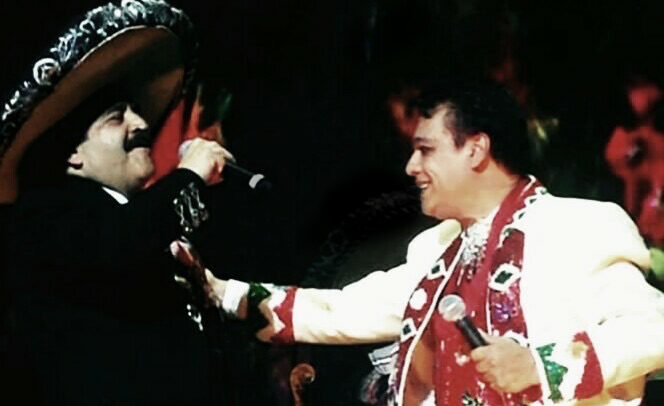 Rigoberto Gomez Cova cantando con Juan Gabriel