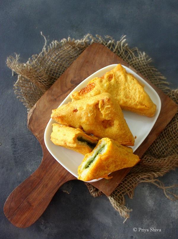 bread pakora with green chutney