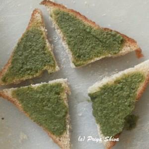 bread with hari chutney