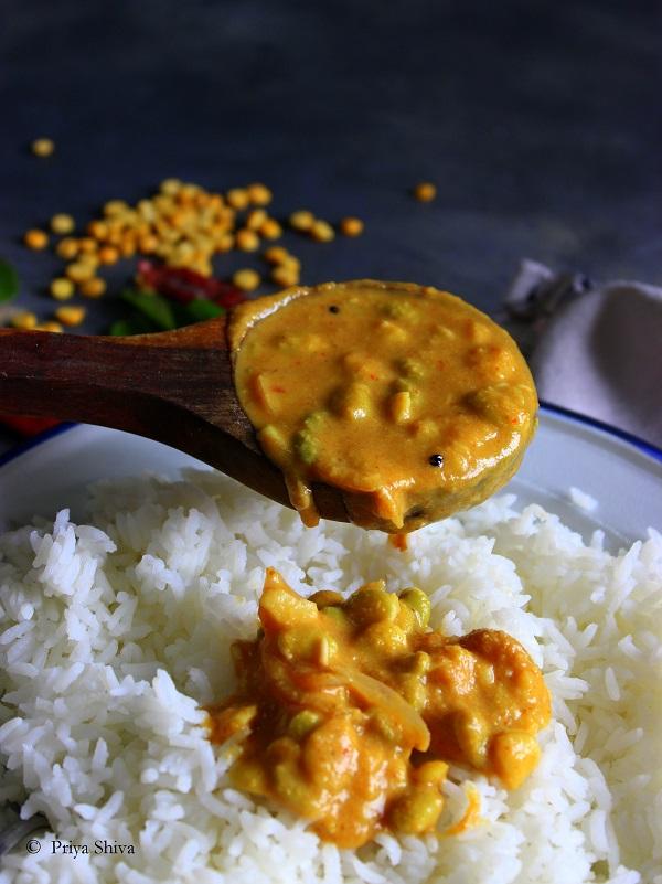 Avarekalu Huli Saaru - Karnataka Style Field Beans Curry