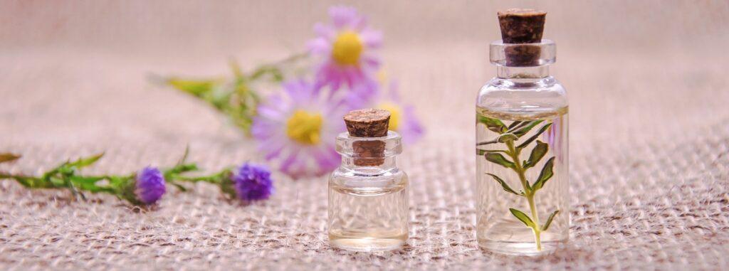 essential oils 3084952 1920