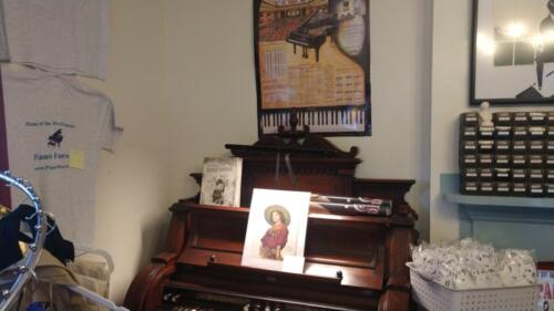 Poster & T-Shirts Piano Theme