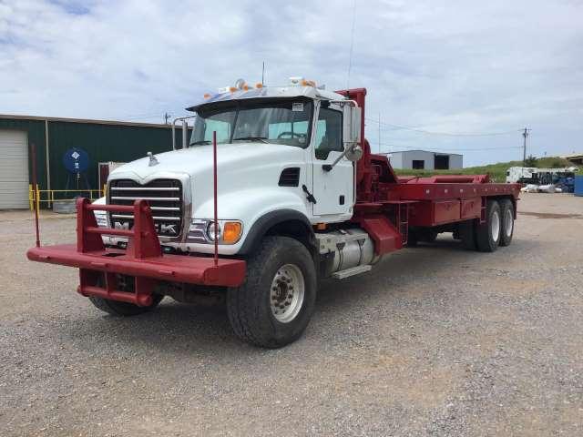 MACK-CV713-Bed-Truck