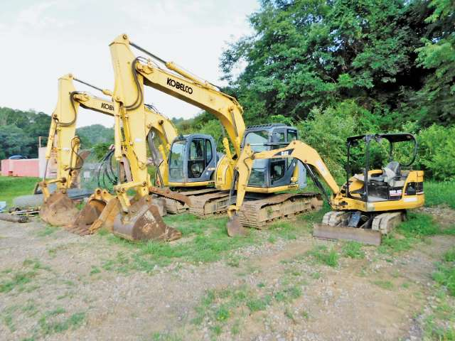 KOBELCO & CAT EXCAVATORS Yd 2