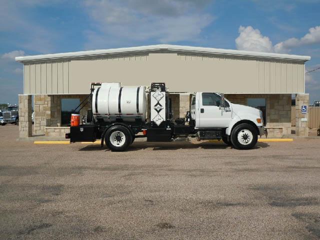 2013 FORD F-750 Treater Truck – YD1