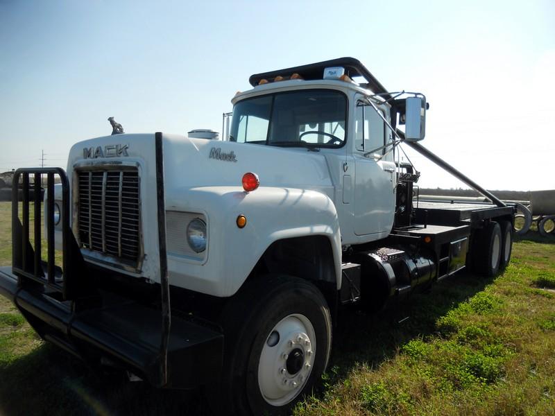 '79 MACK T/A Gin Truck – YD1