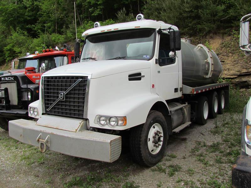 VOLVO 110-Bbl Vac Truck – DY2 YD2